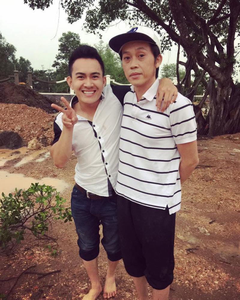 Thành Vinh (SN 1990) - con trai ruột của danh hài Hoài Linh,sau khi tốt nghiệp cấp 3 anh quyết định sang Mỹ du học.