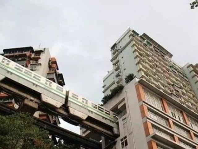 Kỳ lạ với cách thiết kế đường tàu chạy xuyên qua tòa nhà chung cư tại Trung Quốc