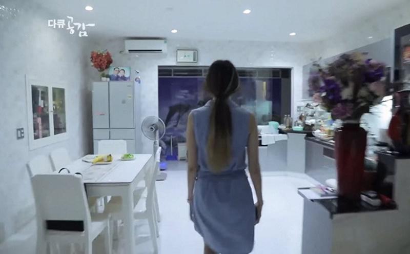 Khác hẳn với cuộc sống trước đây, bây giờHari Won có hẳn 1 căn nhà vài trăm m2 để thỏa thích chứa quà của người hâm mộ.