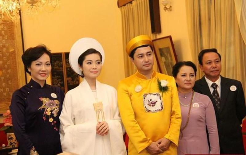 1. Đám cưới con gái Chủ tịch Tập đoàn Nam Cường  Đám cưới của Trần Thị Quỳnh Ngọc - con gái duy nhất của vợ chồng doanh nhân Trần Văn Cường và Chủ tịch Tập đoàn Nam Cường Lê Thị Thúy Ngà được tổ chức long trọng, 1 lần làm lễ hằng thuận và 1 lần ở khách sạn 5 sao.