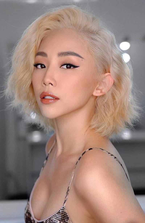 Cách đây ít ngày, nữ ca sĩ Tóc Tiên đăng ảnh với mái tóc màu bạch kim khiến fan thích thú.