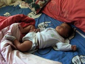 """Bé trai đi ngủ bình thường rồi ngừng thở giữa đêm, bố mẹ ngã gục khi biết """"kẻ sát nhân"""""""