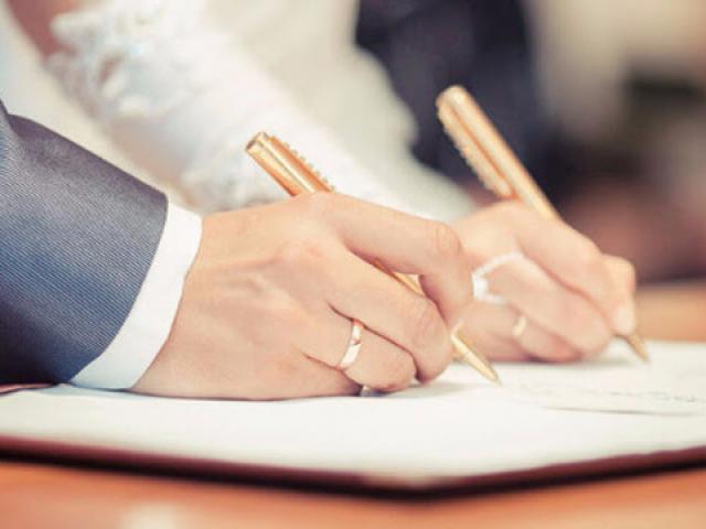 Vợ mới cưới viện đủ cớ không đăng ký kết hôn, chồng phát hiện bí mật động trời