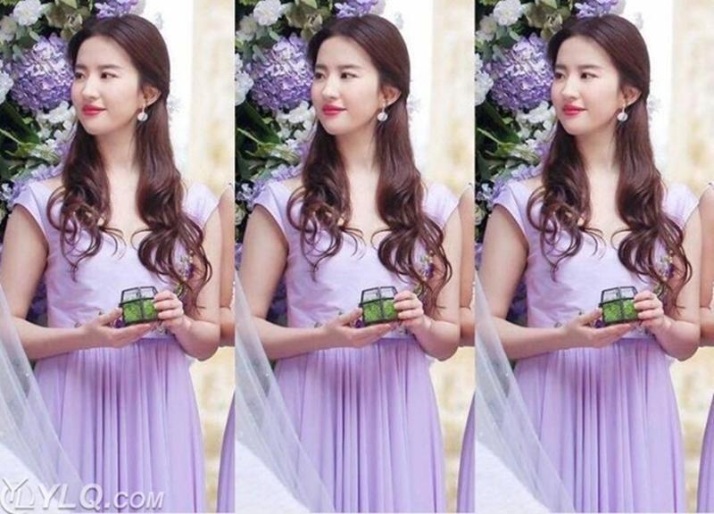 Tiễn bạn thân đi lấy chồng, Lưu Diệc Phi diện váy tím nhạt trang nhã. Cô khéo khoe được làn da trắng trứ danh cùng vẻ đẹp khí chất.