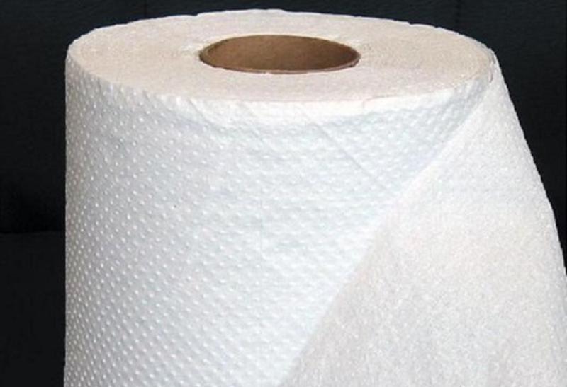 6. Giấy ăn: Nhiều nhà hàng dùng giấy vệ sinh cuộn để làm giấy ăn cho tiết kiệm nhưng thực tế,theo các chuyên gia, giấy ăn và giấy vệ sinh được sản xuất theo quy trình hoàn toàn khác nhau.