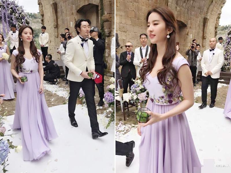 Dù chỉ là các bức ảnh chụp vội, Lưu Diệc Phi cũng rất nổi bật, gây chú ý với tất cả quan khách có mặt trong đám cưới.