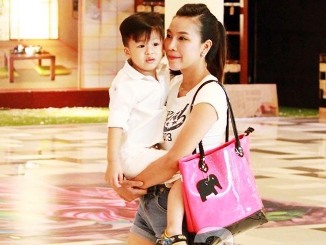 Phản ứng đáng nể của mẹ đơn thân Khánh Ngọc khi con kể bị bạn ở trường cắn
