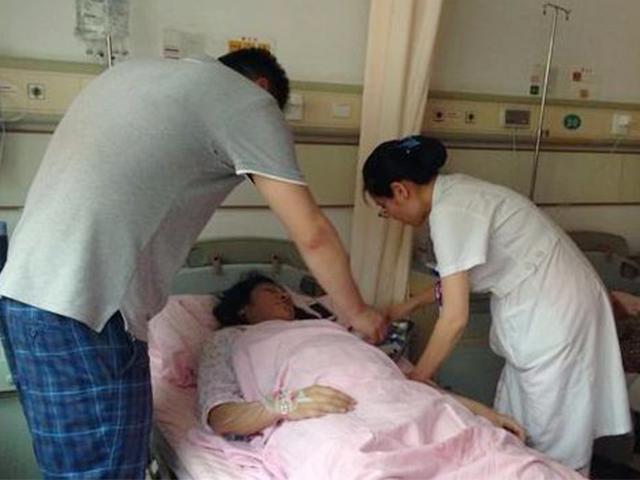 Mẹ bầu HN 36 tuần cấp cứu vì đau bụng dữ dội, nhìn tử cung bác sĩ cũng hốt hoảng