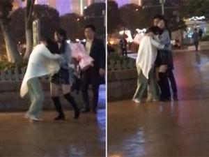 Đang tỏ tình lãng mạn với bạn gái mới, chàng trai bị bạn gái cũ đến làm điều bất ngờ