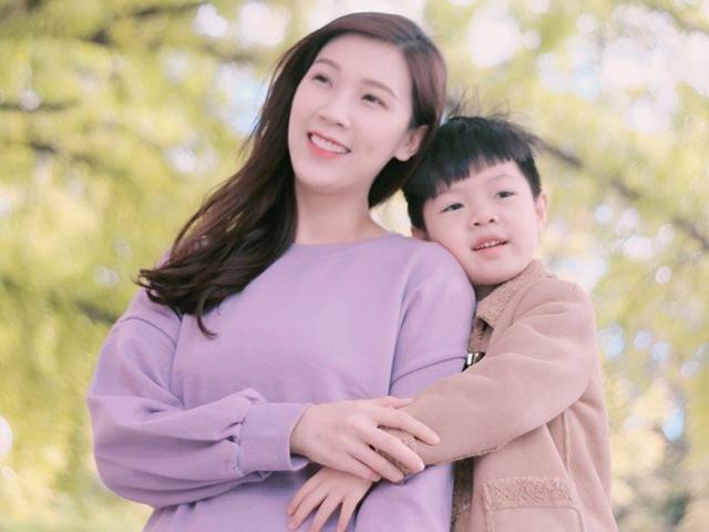 Phí Thùy Linh bỏ chồng ở nhà đi du lịch Hàn Quốc với người đàn ông đặc biệt