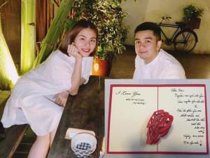 """Vân Trang và chồng khiến cư dân mạng """"há hốc"""": Đến nét chữ, ngón chân cũng có tướng phu thê"""