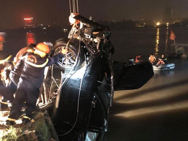 Lộ diện chủ nhân xe Mercedes lao từ cầu Chương Dương xuống sông Hồng