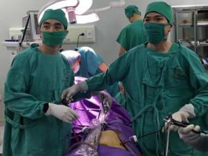 Mẹ 43 tuổi nhập viện khi mang thai 12 tuần, bác sĩ choáng váng với cảnh tượng bên trong bụng