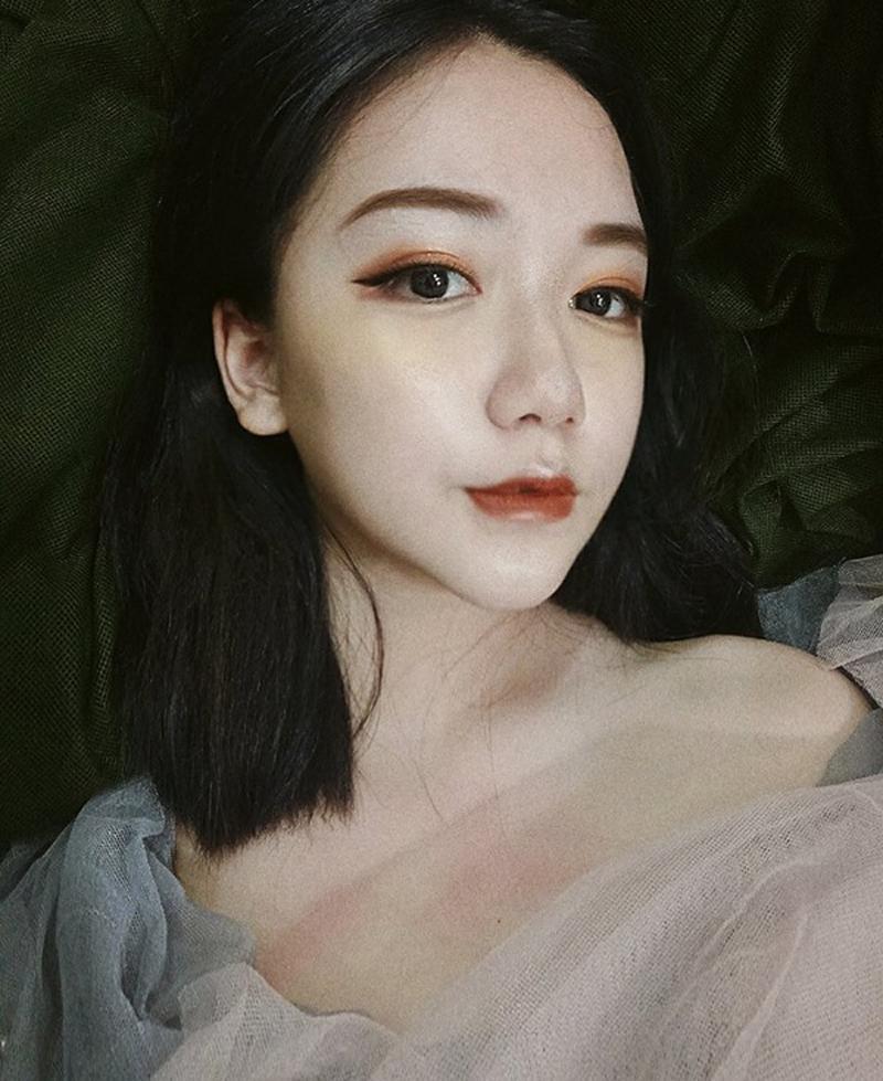 Thoại Nghi gần đây là cô nàng gây nhiều tranh cãi trong cộng đồng làm đẹp Việt Nam khi mới 13 tuổi đã có sở thích trang điểm đậm.