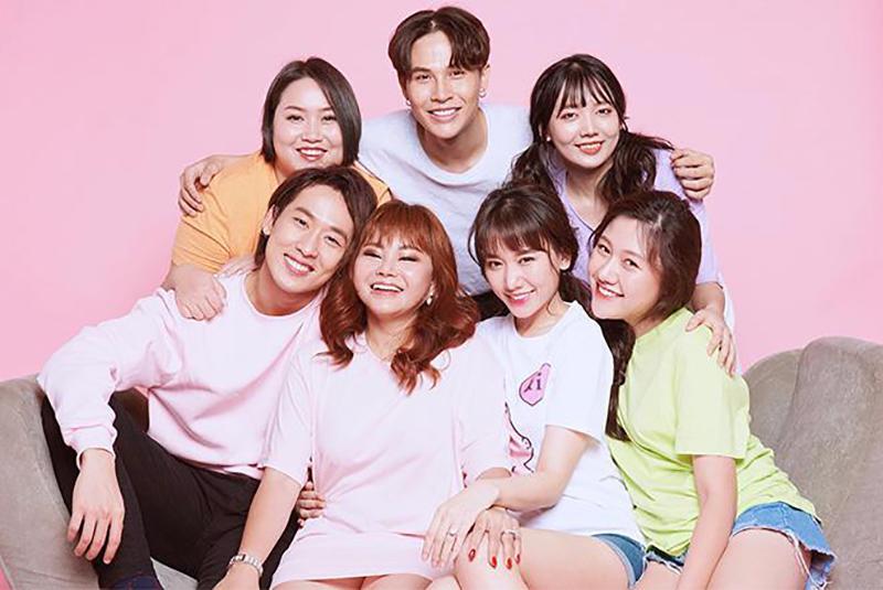 Sắp tới đây, Hari Won ra mắt wed drama với dàn diễn viên toàn người nhà. Đặc biệt, sự xuất hiện của hai cô em gái xinh đẹp nhà Trần Thành và Hari Won khiến khán giả vô cùng bất ngờ.