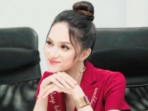 1001 biểu cảm đẹp như nữ thần của Hoa hậu Hương Giang, fan giật mình khi nhìn sang Gil Lê