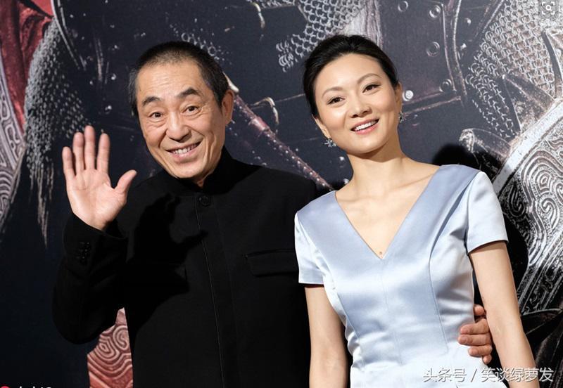 Trần Đình là 1 diễn viên múa và cô gặp đạo diễn Trương Nghệ Mưu trong 1 lần tuyển diễn viên cho 1 bộ phim vào năm 1998. Đến năm 1999 họ chính thức hẹn hò và sinh con đầu lòng vào năm 2001.
