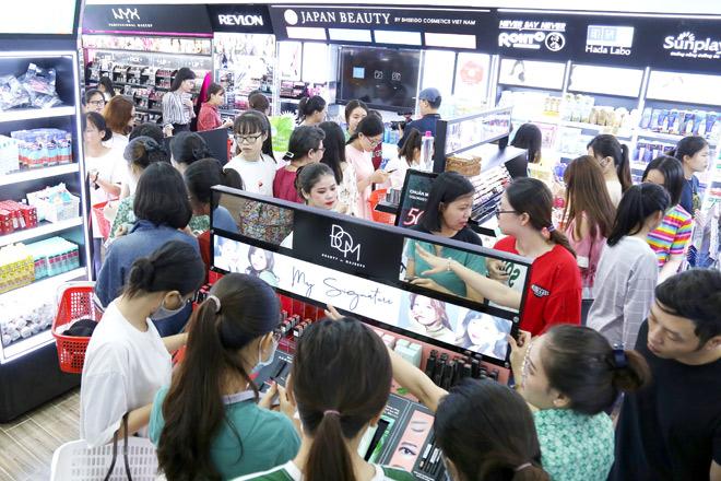 Thị trường mỹ phẩm: Nên mua xách tay hay chọn hàng chính hãng?