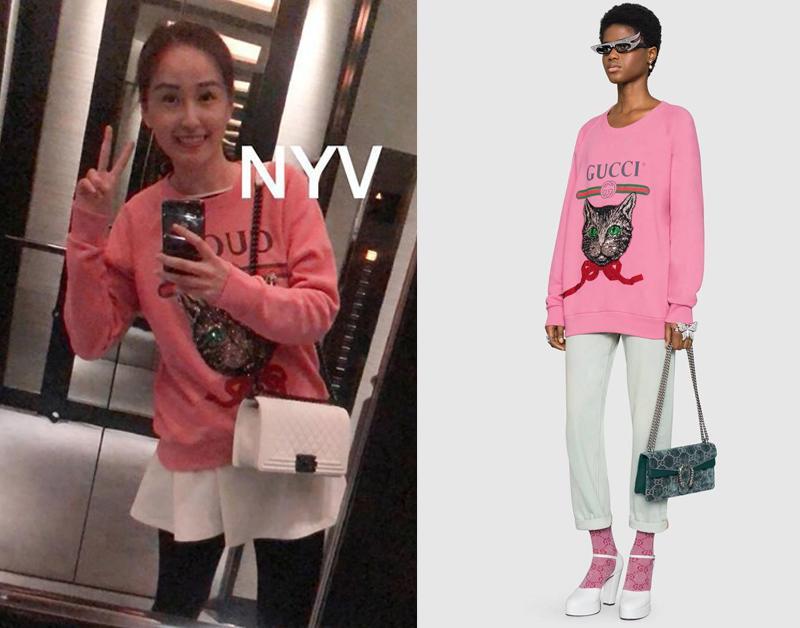 Chiếc áo sweater màu hồng được Gucci bán với mức giá gần30 triệu đồng, Mai Phương Thúy diện lên người không khác gì một món đồ hàng thùng ngoài chợ. Cách phối của cô trái ngược hoàn toàn với model.