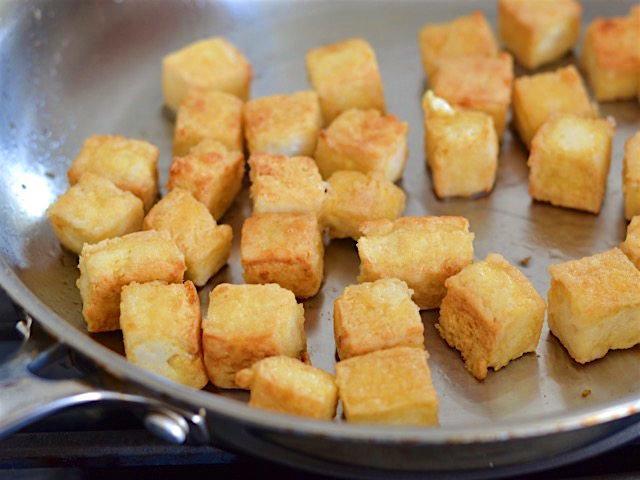 Ngâm đậu phụ trong loại nước nhà nào cũng có, món đậu chiên sẽ siêu ngon, siêu giòn