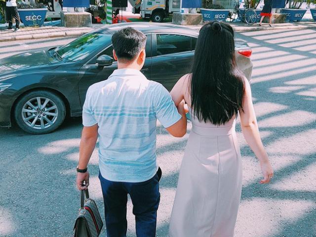 Hot mom Quảng Ninh xinh đẹp tiết lộ thói quen 15 năm của chồng khiến chị em tò mò