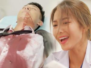 """Hậu Duệ Mặt Trời Việt bị """"ném đá"""": Nữ chính khóc như... cố nhịn cười, định để bệnh nhân chết?"""