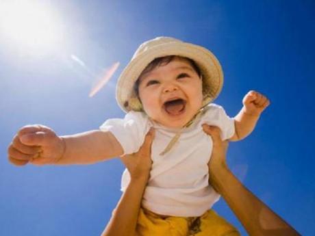 6 điều cha mẹ có thể làm giúp bé tăng cường sức đề kháng