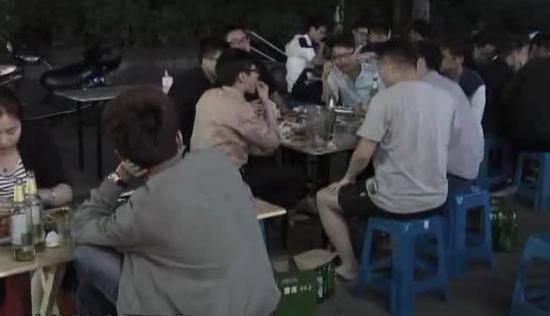 "nguoi phu nu nhap vien trong hon me, bs canh bao: ""cu an toi kieu nay chi co mat mang"" - 2"
