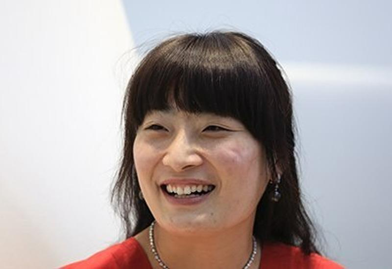 Tiểu thư giàu có khét tiếng nhưng nhan sắc khiêm tốn  1.Kelly Zong  Làcon gái của ông trùm ngành giải khát Trung Quốc Zong Qinghou, Kelly Zong là một trong những ái nữ con nhà đại gia giàu có bậc nhất với khối tài sản lên tới hơn 10 tỷ USD.