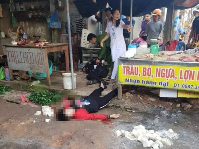 Nóng: Đang ngồi bán đậu ngoài chợ, cô gái bị gã đàn ông bắn chết