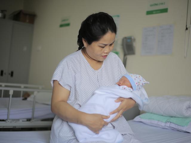 42 tuổi bất ngờ mang thai sau 18 năm, mẹ Nghệ An hốt hoảng nhận tin dữ