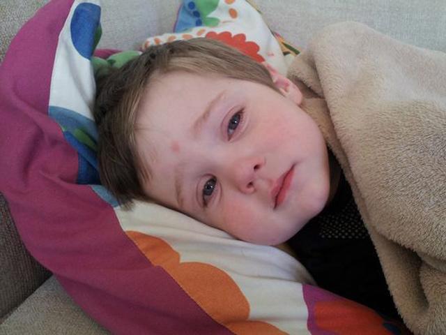 Mẹ cứu sống con nhờ ảnh cảnh báo dấu hiệu u não trên Facebook, cha mẹ nên lưu lại ngay!