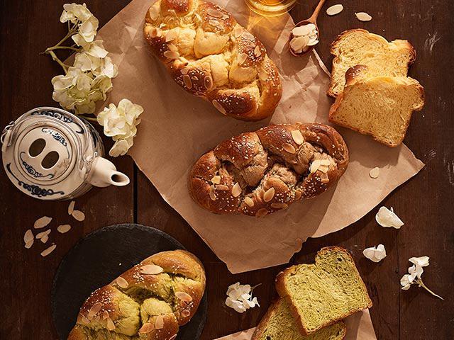 Mới lạ với bánh hoa cúc đặc biệt được làm từ nhụy hoa nghệ tây