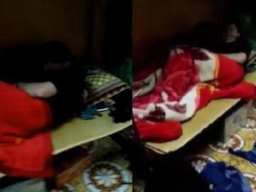 Chàng trai đưa bạn gái về phòng trọ đông người thản nhiên âu yếm như chốn riêng tư