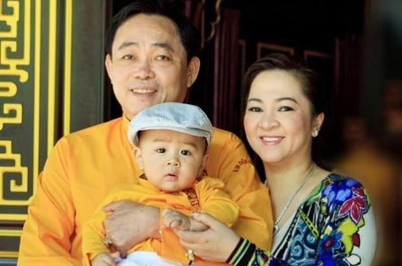 Huỳnh Hằng Hữu sinh ngày 21/9/2012, là con trai của vợ chồng ông Huỳnh Uy Dũng (Dũng 'lò vôi') và bà Nguyễn Phương Hằng.
