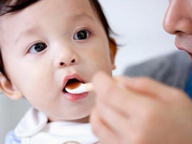 Chuyên gia vạch trần sai lầm nghiêm trọng của bố mẹ khi bé rối loạn tiêu hóa, biếng ăn
