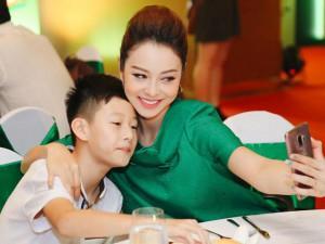Làm mẹ - Jennifer Phạm: Chuẩn bị bữa sáng cho cả 3 con một lúc không hề đơn giản