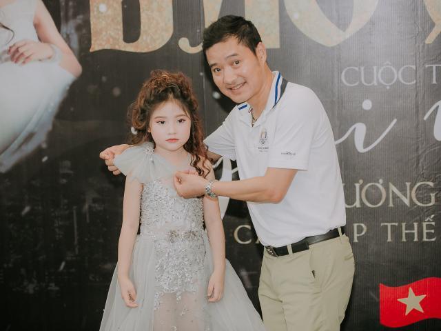 Cựu danh thủ Hồng Sơn khoe con gái út 5 tuổi xinh đẹp, đang là mẫu nhí