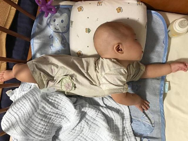 Trẻ sơ sinh tư thế ngủ kỳ lạ, 6 loại là thông minh bẩm sinh, loại thứ 4 là bệnh