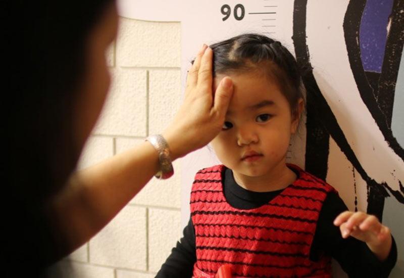 Khi chị Linh (một bà mẹ trẻ người Trung Quốc) kết hôn và sinh con, mức lương của cặp vợ chồng chỉ đủ đảm bảo cuộc sống qua ngày.