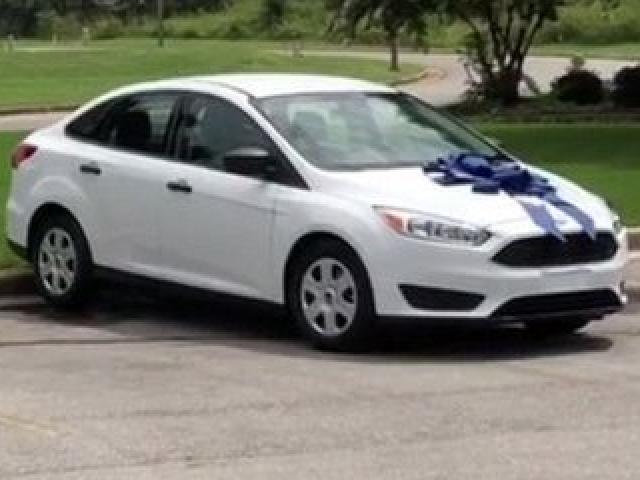 Phụ huynh tặng cô giáo của con chiếc xe ô tô trị giá 420 triệu đồng