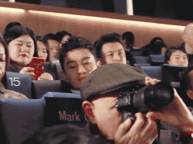 Or Wei sitting between her husband Huang Xiao-Ming and Angelababy: the most shocking picture of the day!