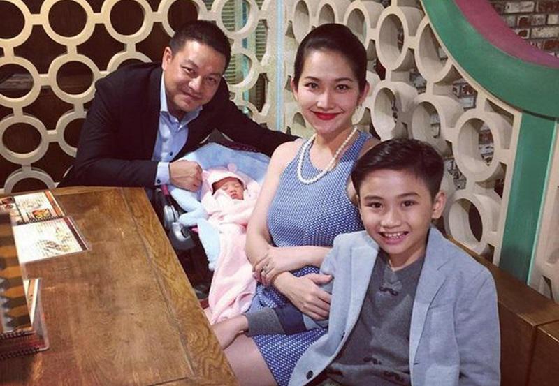 Trước đây, Kim Hiền tổ chức hôn lễ với DJ Hoàng Phong sau 6 năm yêu nhau vào năm 2010, thế nhưng, chỉ8 tuần cô ly hôn trong cay đắng. Năm 2014 cô quyết định lên xe hoa với người đàn ông khác tại Mỹ.
