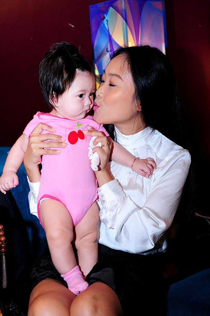 Bé Sol - con gái của Đoan Trang vàdoanh nhân gốc Thụy Điển Johan Wicklund chào đời vào tháng 4 năm 2014.