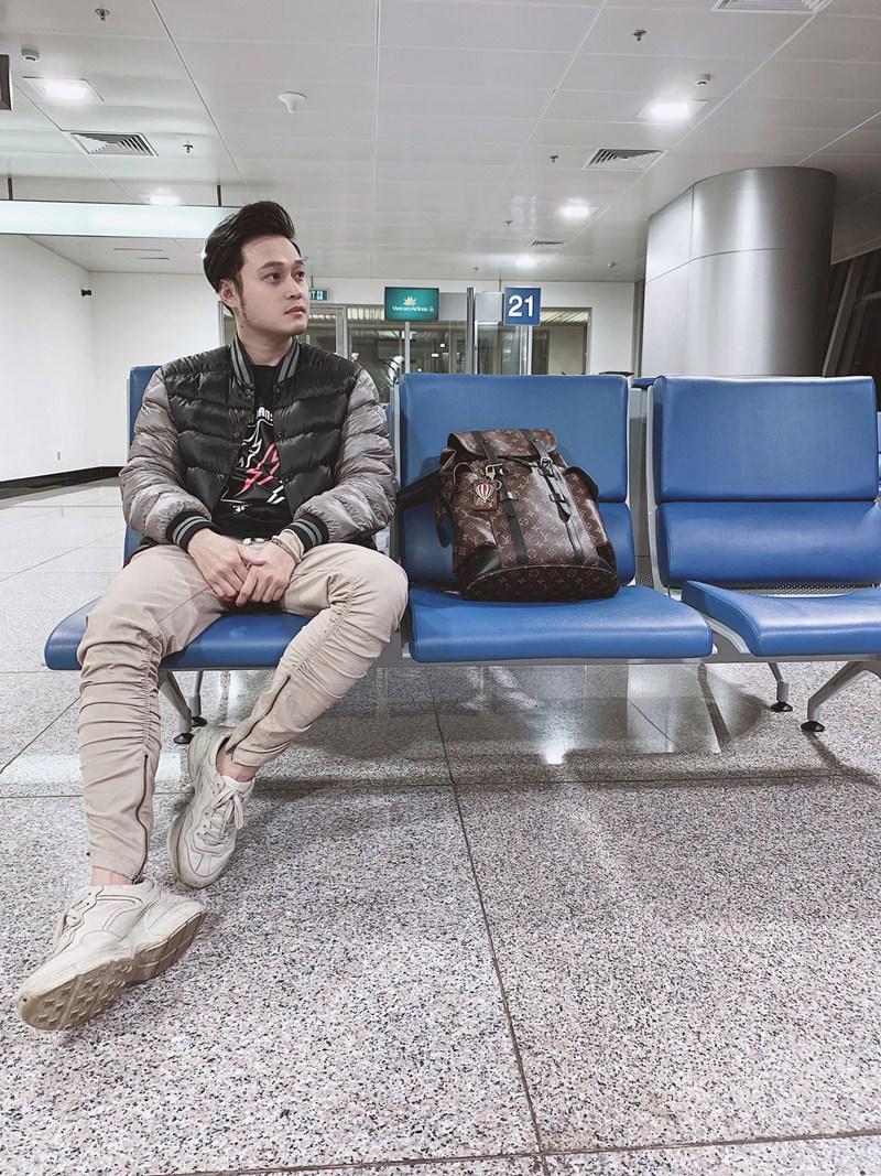 Mới đây, Quang Vinh đã đáp chuyến bay từ TP.HCM đi Nhật Bản. Trong hành trình của mình, 'Hoàng tử sơn ca' lại khiến các fan phấn khích vì những bức ảnh đẹp như mơ.