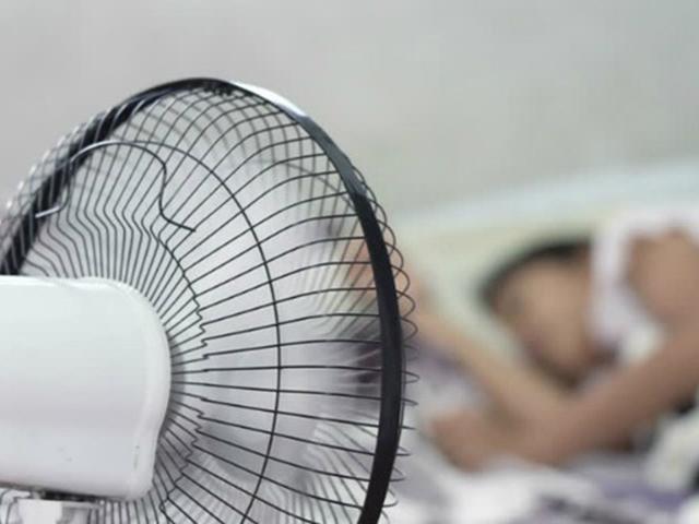 Mẹ hối hận vì nghĩ bật quạt khi ngủ khiến con viêm phổi, lý giải của BS gây bất ngờ