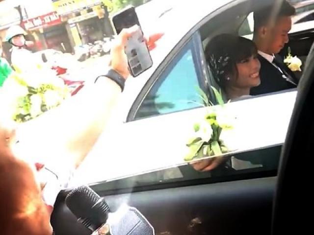"""Thanh niên chạy theo xe hoa hát """"Vợ người ta"""", thái độ của cô dâu chú rể bất ngờ nhất"""