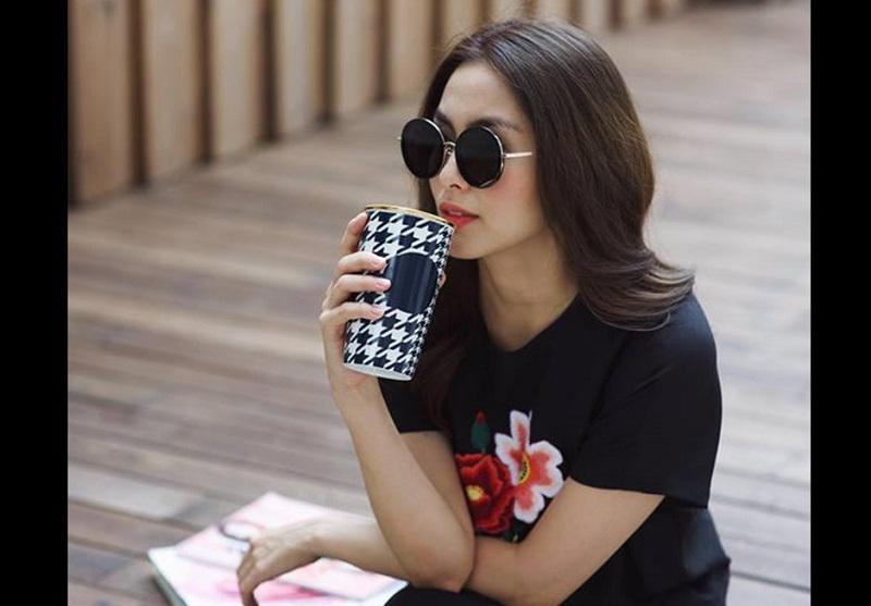 Mới đây, trên mạng xã hội cư dân mạng đã truyền tay nhau loạt ảnh hiếm hoi hình ảnh cuộc sống của bố mẹ Tăng Thanh Hà.