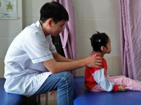 Sau giấc ngủ đêm, mẹ Hà thành bàng hoàng phát hiện con gái 5 tuổi mắc bệnh người lớn
