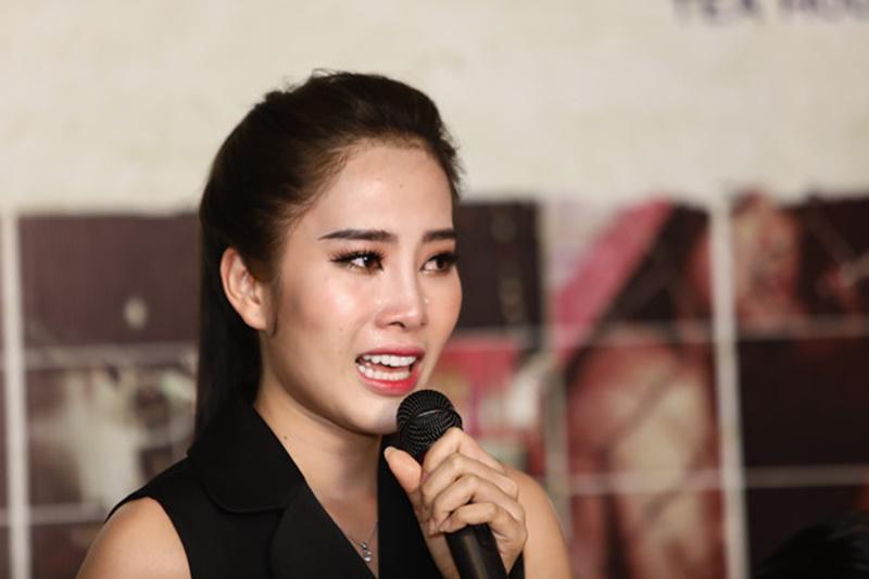 Vài tháng trước, showbiz Việt lại được một phen xôn xao khi Hoa khôi Nam Em tuyên bố gây sốc làng giải trí về tình yêu với danh hài Trường Giang. Cụ thể, người đẹp chia sẻ từng có khoảng thời gian yêu nam danh hài xứ Quảng từ tháng 12 đến cuối tháng 1/2018.